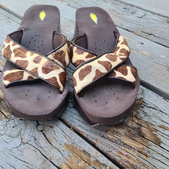 Volatile giraffe flip flops